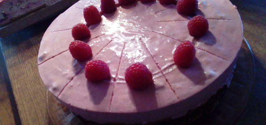 Himbeer-Joghurt-Sahne auf Baumkuchenboden