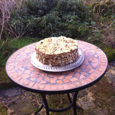 und geben dieser Buttercreme-Torte