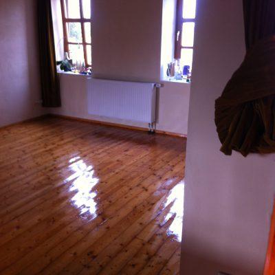 frisch geölter Fußboden