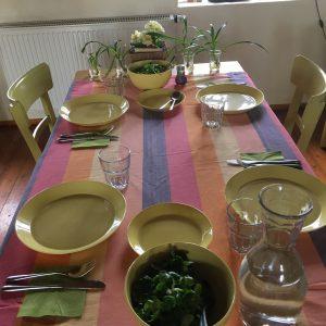 Der Tisch wird gedeckt