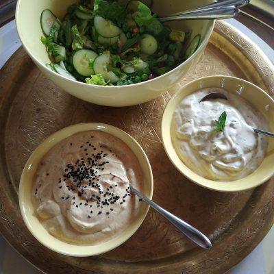 Curry-Yoghurt dip sowie Minz-Crème fraîche Dressing